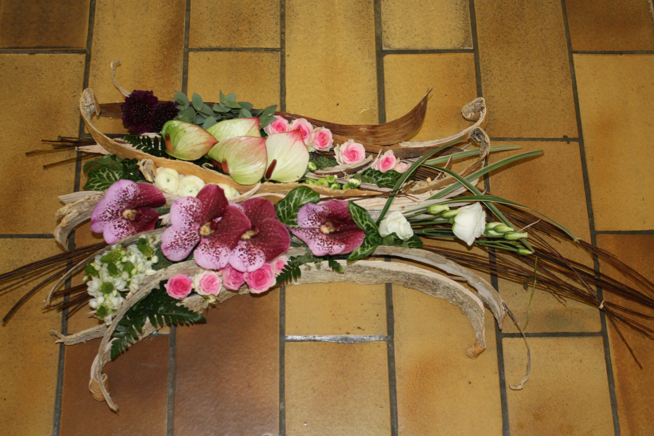 Assemblage fleurs et bois